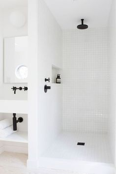 White mosaic in all the places and black hardware to offset it. That's what I call shower details singing in all the right ways.