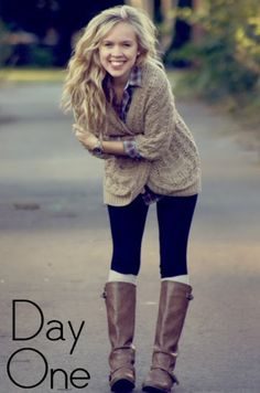 Like the beige sweater and plaid shirt combo with black pants & cog… Fall layers. Like the beige sweater and plaid shirt combo with black pants & cognac boots. Beige Pullover, Beige Sweater, Sweater Scarf, Winter Cardigan, Cardigan Outfits, Casual Outfits, Cute Outfits, Leggings Outfit Winter, Casual Attire