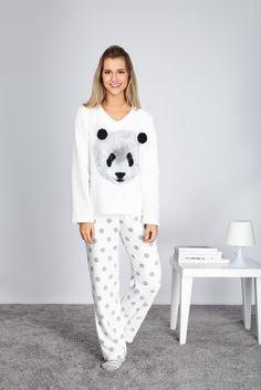 A estampa de panda é exclusiva com pompons nas orelhas e calça de poá deixa a peça com cores leves e relaxantes, perfeitas para a hora de dormir!
