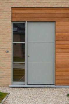 Voordeur,  hout,  RAL 7042 verkeersgrijs - andries-ds.be Window Frame Colours, Window Frames, Grey Windows, Exterior Paint Colors, Paint Colours, Grey Front Doors, Ral Colours, House Entrance, Cladding