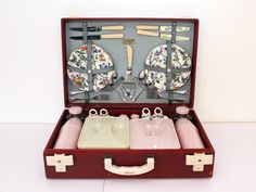 This Beautiful 1950s picnic set is made by Brextom in England, it has everything you need for the perfect picnic in the park. Brexton have been