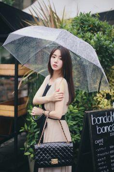 밀크코코아 감성화보 : 네이버 블로그 Rainy Day Photography, Umbrella Photography, Girl Photography, Korean Clothes, Korean Outfits, Modern Fashion Outfits, Casual Outfits, Luxury Marketing, Yoona