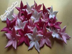 Edible sugar flowers blossoms decorations for cake por Sugarainbow