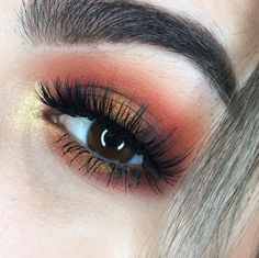 I'm so glad it's Friday Last weekend I got to play a little with the Yes Please Palette by @colourpopcosmetics I can't wait to do more looks with it