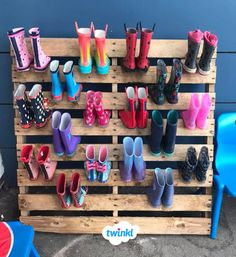Wellie rack on a budget! Make your own wellie rack for your children's boots out of a wooden pallet - perfect for the Winter term! Download our free Name Labels to identify who's boots are who's. Sign up for a free Twinkl account to download. #classroominspiration #classroomanagement #wellies #boots #shoerack #homemade #diy #diyteacher #teacher #classroom #winter #winterterm #budget #twinkl #twinklresources #freeresources #freeprintablesforkids #namelabels #labels #outside