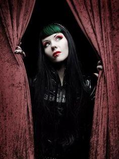 green and black hair Gothic Makeup, Dark Makeup, Goth Beauty, Dark Beauty, Dark Blood, Latex Corset, Unicorns And Mermaids, Mermaid Hair, Gothic Girls