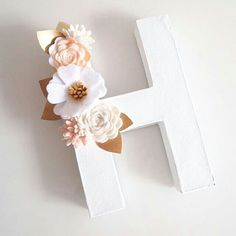 Rolled Paper Flowers, Paper Flowers Craft, Felt Flowers, Flower Crafts, Fabric Flowers, Floral Letters, Diy Letters, Letter A Crafts, Crafts To Do