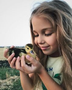 My favourite combo. Kids and animals ❤️ Future Mom, Future Daughter, Lil Baby, Baby Kids, Little People, Little Girls, Cute Kids, Cute Babies, Baby Animals