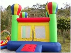 Castillo verde con globos:  Dimensiones: 4x4x4 (m)  Edades: 3 a 14 años  Código: 4A1
