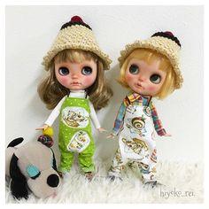 プリン帽子&サロペット.+*:+。.☆  *  *  *  前回に続き、前後どちらでも着用可能なサロペットです。こちらのタイプ(カフェメニュー柄×黄緑)を2点とパンケーキ柄×赤を2点販売予定しております。  よろしくお願いします*_ _)  *  *  パンケーキ柄は、後ほどpostしますね♪    #knit#knitting #crochet #amigurumi #pudding#blythe#blythedoll #編み物#あみもの#あみぐるみ#かぎ針#かぎ針編み#被り物#おやつ帽子#プリン帽子#ブライス帽子#おやつサロペット#ブライス#おたねちゃん#お大福ちゃん#販売予定