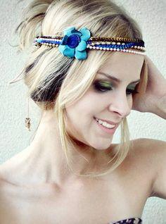 Headband de paetes, cordões de pérolas com flor R$ 34,19
