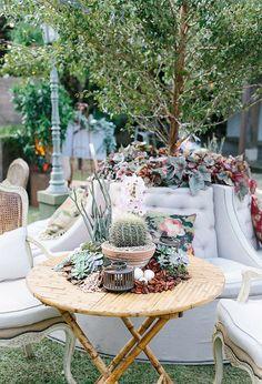 Vanessa Martins e Silvio de Carvalho Neto tiveram um lindo casamento ao ar livre, com decoração de Renata Paraíso. Vanessa Aune cuidou da assessoria.