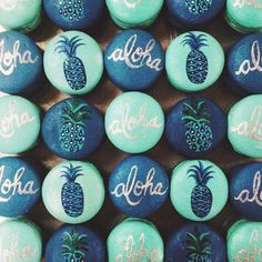 ALOHA macaroons tropical desserts hawaiian feel Jess marvelous sunny and 75 desserts featured on www loveluxlife com hellip Beaux Desserts, Cute Desserts, Delicious Desserts, Dessert Recipes, Wedding Desserts, Gateau Harry Potter, Macaron Cookies, Bolo Cake, French Macaroons