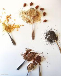 Eine kohlenhydratreduzierte Ernährungsweise fordert beim Kochen & Backen einiges an Kreativität. Es stellt sich die Frage wodurchman kohlenhydratreiche Mehle wie Weissmehl, Vollkornmehl, Maism…