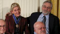 """Ellen DeGeneres y el """"Mannequin Challenge"""" de las estrellas en la Casa Blanca                              Ellen DeGeneres fue condecorada ayer en la Casa Blanca el mayor honor civil que un ciudadano estadounidense puede recibir... http://sientemendoza.com/2016/11/23/ellen-degeneres-y-el-mannequin-challenge-de-las-estrellas-en-la-casa-blanca/"""