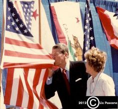 This is what a man that loves his country looks like. this is what a real man, a true leader looks like. Even if you didn't respect his politics. no way could you not respect the man.President Reagan kissing the American flag. American Pride, American History, American Flag, American Girl, American Quotes, American Spirit, American Soldiers, American Country, I Love America