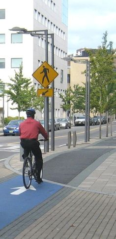 Raised and buffered cycle path in Cambridge, MA. Click image for link to source and visit the slowottawa.ca boards >> http://www.pinterest.com/slowottawa