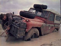 1996 AUSTRALIAN EXPEDITION VEHICLE IN BAD SITUATION