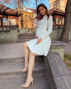 Beige leather over the knee boots Winter Fashion Casual, Autumn Fashion, French Chic Fashion, Leather Over The Knee Boots, Winter Boots Outfits, Sexy Boots, Dress With Boots, Girls Wear, Thigh High Boots