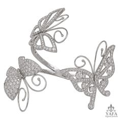 VAN CLEEF & ARPELS Diamond Butterfly Bangle - Yafa Signed Jewels Antique Bracelets, Jewelry Bracelets, Bangles, Jewellery, Butterfly Bracelet, Cuff Earrings, Bracelet Set, Fine Jewelry, Butterflies