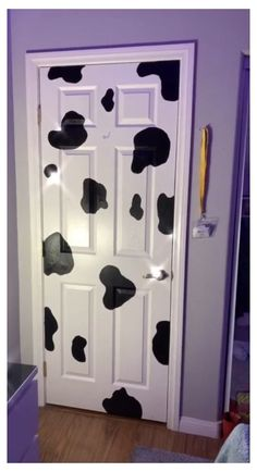 Indie Room Decor, Cute Bedroom Decor, Teen Room Decor, Aesthetic Room Decor, Room Ideas Bedroom, Bedroom Furniture, Painted Bedroom Doors, Painted Doors, Cute Room Ideas