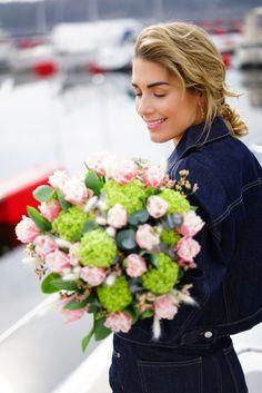 Kjøp blomster, ikkje toalettpapir! Streamers, Paper Streamers, Ice Sheet