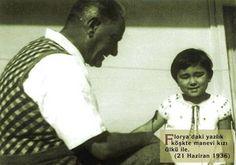 Atatürk and adopted daughter Ülkü Adatepe The Republic, Father, Men, Fictional Characters, Nadir, Daughter, Pai, Guys, Fantasy Characters