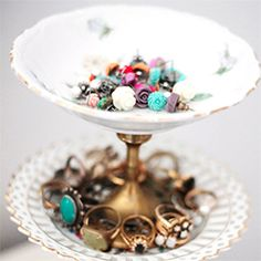Simple and cute vintage inspired jewelry stand.  Takes just 5 minutes to make!