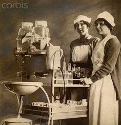 Nurses push their medicine cart in the World War I American Hospital - - Rights Managed - Stock Photo - Corbis History Of Nursing, Medical History, Nursing Pictures, Vintage Nurse, Oldschool, Nursing Notes, Women In History, World War I, Historical Photos
