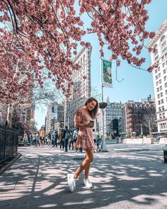 New York Travel Pictures Travel Photography – travel outfit summer New York Photography, Spring Photography, Photography Poses, Travel Photography, New York Outfits, City Outfits, Casual Outfits, New York Pictures, New York Photos