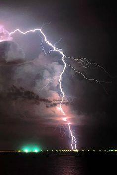 Monsoonal thunderstorm and lightning, Darwin, Australia. Thunderstorm And Lightning, Ride The Lightning, Thunder And Lightning, Lightning Strikes, Lightning Storms, Lightning Photography, Nature Photography, Photography Tips, Portrait Photography
