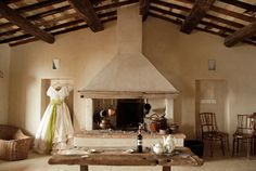 Follonico 4 Suite B&B is an incredibly peaceful small luxury hotel in Tuscany, Italy, idyllically surrounded by vineyards, olive groves, and little rivers. Indulge in the slow living philosophy. Small Boutique Hotels, Small Luxury Hotels, Boutique Homes, Hotels In Tuscany, Tuscany Italy, Brick Archway, Minimalist House Design, Luxury Holidays, Slow Living