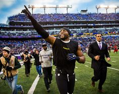 Ray Lewis says goodbye to his home fans