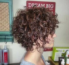 7.Short Hairstyle for Curly Hair