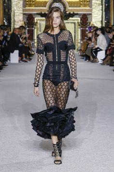 Balmain Spring 2018 Ready-to-Wear  Fashion Show - Luna Bijl