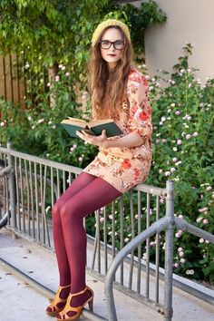 coloured tights Pantimedias de colores Body Jewelry and Today's Stars Article Body: Body jewelry and Nylons, In Pantyhose, Lehenga, Colored Tights Outfit, Coloured Tights, Purple Tights, Estilo Geek, Geek Chic Fashion, Pantyhosed Legs