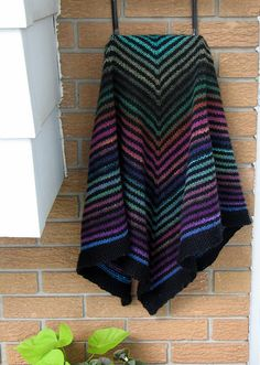 Ravelry: Sonia's Shawl - free pattern by Joëlle (in English and in French!)