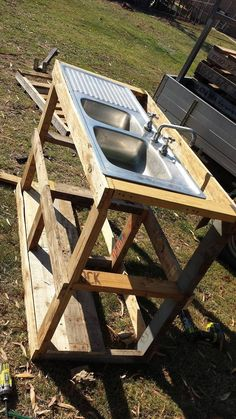 Pallet Outdoor Fish Filleting Station Check more at http://palleteideas.info/2016/11/30/pallet-outdoor-fish-filleting-station/ Check more at http://palleteideas.info/2016/11/30/pallet-outdoor-fish-filleting-station/
