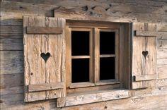 le finestre rispecchiano la casa in cui sono poste. Questa è bellissima e romantica!!!