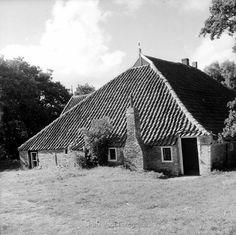 Oosterend op Terschelling, stelpboerderij met dwarsdeel