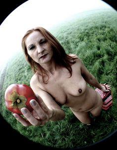 Vedi il mio progetto @Behance: \u201cEszter and the Eva's Apple. In the Fog\u201d https://www.behance.net/gallery/51378447/Eszter-and-the-Evas-Apple-In-the-Fog