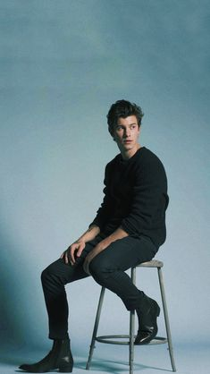 That right there is a real man Shwan Mendes, Mendes Army, Shawn Mendes Tumblr, Fangirl, Foto Gif, Shawn Mendes Wallpaper, Daddy, To My Future Husband, Celebrity Crush