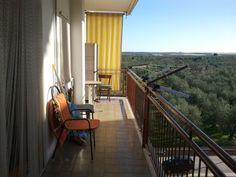 In via Giovanna D'Arco a Canosa di Puglia proponiamo appartamento in ottime condizioni al terzo piano con ascensore composta da living con cucinino, due camere da letto e servizi. Garage interrato con doppia entrata per complessivi 25 mq. Rif:R286.
