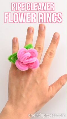 These pipe cleaner flower rings are so SIMPLE to make and they look so pretty! This is such a fun pipe cleaner craft and a great craft for kids as well as adults. Each ring takes about 5 minutes to make and all you need are a few pipe cleaners. What a fun Crafts For Kids To Make, Fun Crafts For Kids, Summer Crafts, Arts And Crafts, Adult Crafts, Kids Diy, Craft Ideas For Girls, Creative Crafts, Preschool Crafts