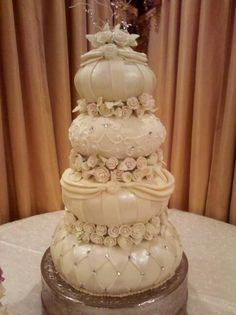 Unique wedding cake.  Unlimited choices in all aspects of your wedding is the motto of Chicago Choice Ceremonies.