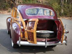 "1941 Chrysler Windsor Town and Country Nine-Passenger ""Barrelback"" Station Wagon. Chrysler Voyager, Chrysler Dodge Jeep, Chrysler Cars, Fiat 500, Rat Rods, Retro Cars, Vintage Cars, Classic Trucks, Classic Cars"