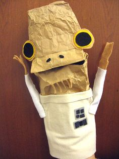 HOWTO Make a Admiral Ackbar paper-bag puppet