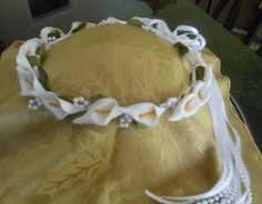 This is a lovely custom made halo made to order with white calla lilies, white or ivory pearl bead loops with pearl bead & satin ribbon bow and streamers available in a variety of colors. It can be made in all sizes from infant to adult. Chose from white or ivory/champagne pearl beads.  The halo is wrapped in satin ribbon. Satin ribbon is available in white, ivory, apple red, cherry red, burgundy, pastel yellow, pastel pink, baby blue, royal blue, periwinkle, navy blue, aqua marine, ...
