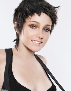 The new season's pixie haircuts are amazing, because they are innovative and very face flattering! If you want to have pixie haircut but you don't know which. Short Shag Hairstyles, Straight Hairstyles, Cool Hairstyles, Frontal Hairstyles, Sassy Hair, Edgy Hair, Vog Coiffure, Short Textured Hair, Mullet Hairstyle