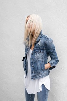 Do you know any chic and stylish ways to dress up denim jacket outfits? If you have been simply throwing on a classic white t-shirt with the same old jeans then you are missing out. Jean Jacket Outfits, Denim Outfit, Womens Fashion Online, Latest Fashion For Women, Denim Fashion, Fashion Outfits, Street Fashion, Fashion Shirts, Modest Fashion